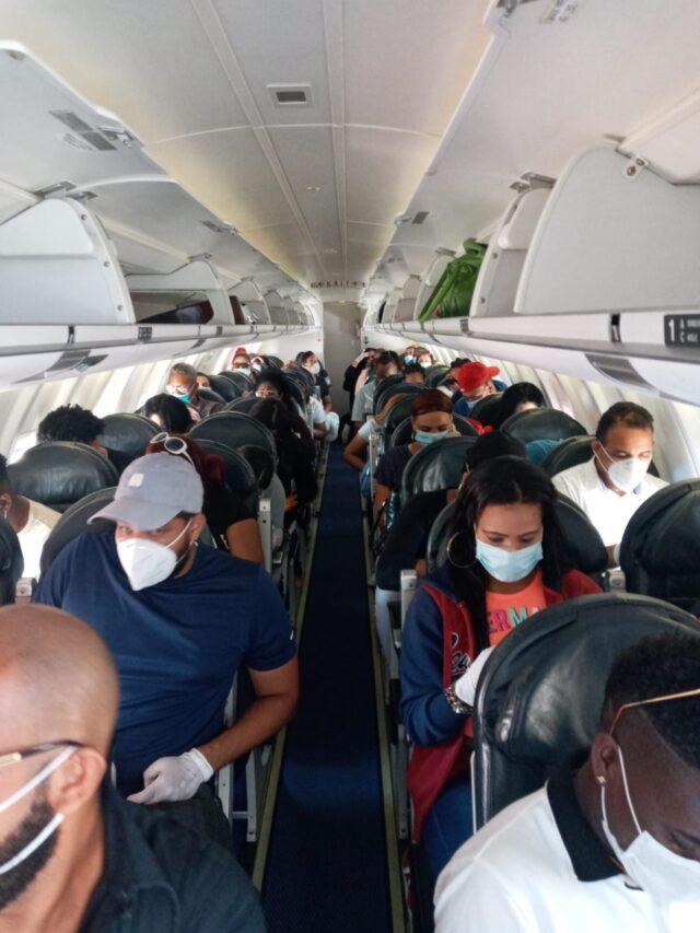 regresaron al país 50 dominicanos
